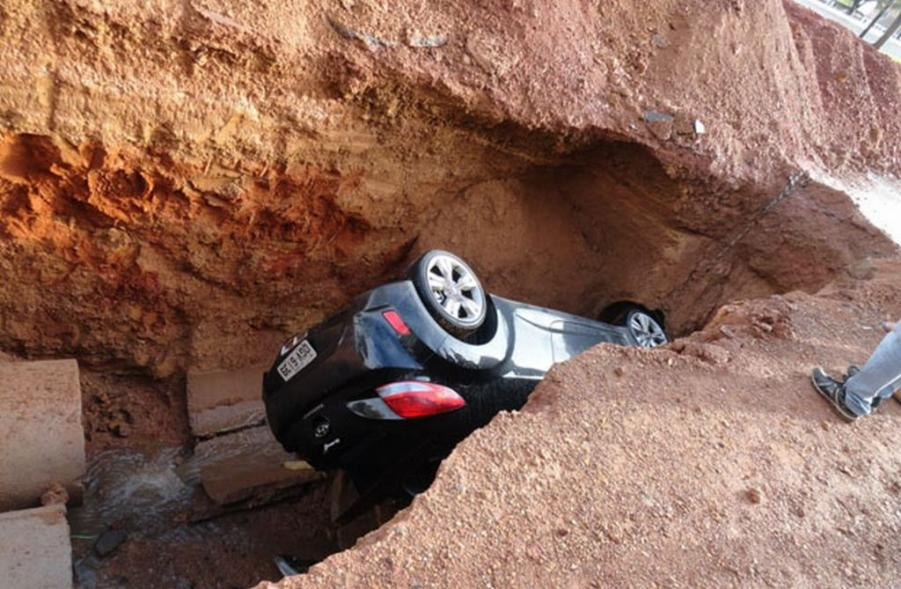 Veloster Stuck Between A Rock And A Hard Place Pic